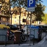 """Sos Città denuncia: """"ma il parcheggio è per i bidoni o per i ciclomotori?"""""""
