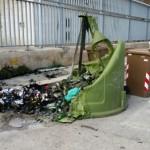 Sos Città contro gli atti vandalici ai danni dei contenitori Amiu
