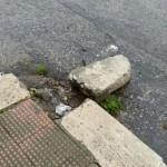 Marciapiede divelto in Via Falcone e Borsellino