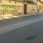 Strisce pedonali invisibili in via Giulio Petroni