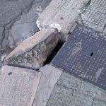 Crollano i marciapiedi