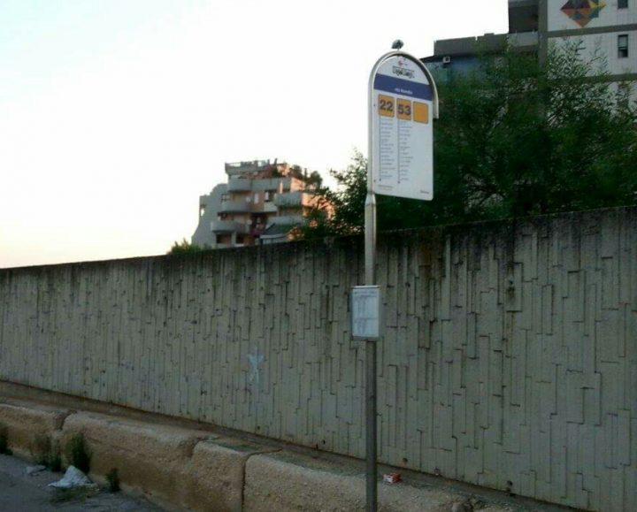 In via Romito fermata autobus di fortuna!