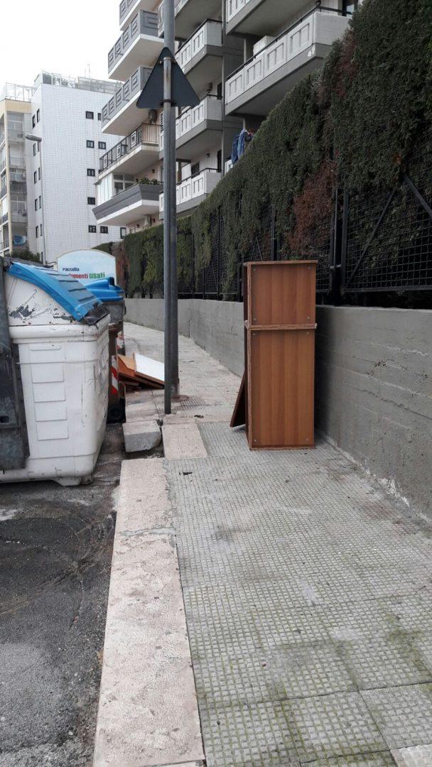 Ingombranti in via Lorenzo Perosi