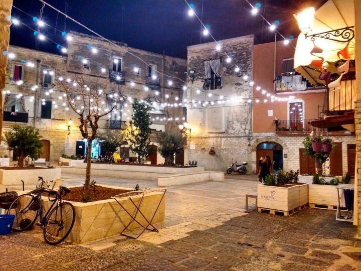 La poesia e il folklore a Largo Albicocca