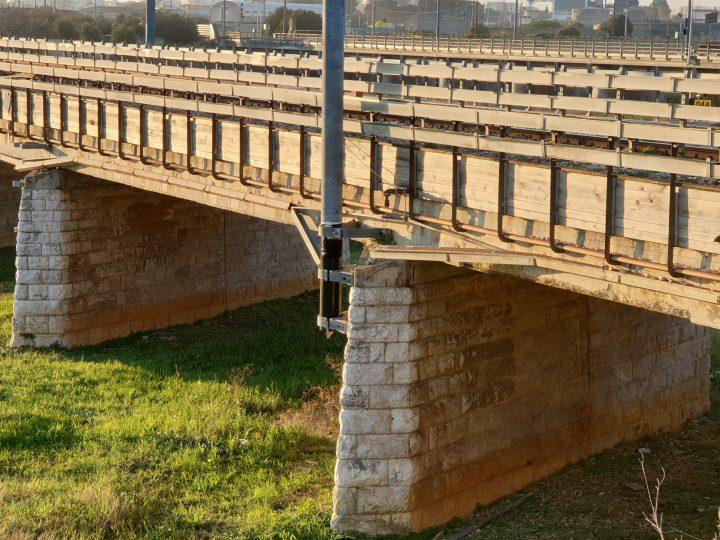 Ponte ferroviario in via Napoli: rischio cedimenti?
