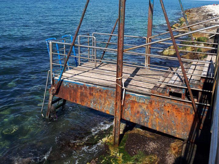 Pane e Pomodoro: stessa spiaggia, stesso mare, stesso degrado