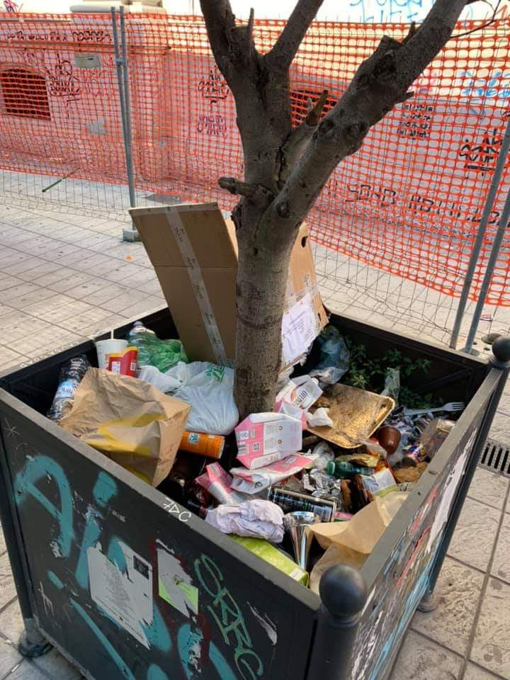 Bivacchi, rifiuti e cattivi odori