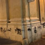 Scritte sui muri: deturpata la chiesa di san Domenico