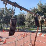 Vandali in azione a Poggiofranco: fuori uso un'altalena per bambini!